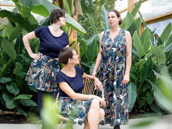 Photo ambiance 3 copines 3 versions de vêtements imprimé jungle