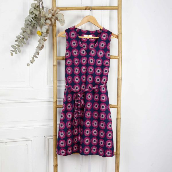 robe courte ananké fleurs fuchsia sans manches ceinturée